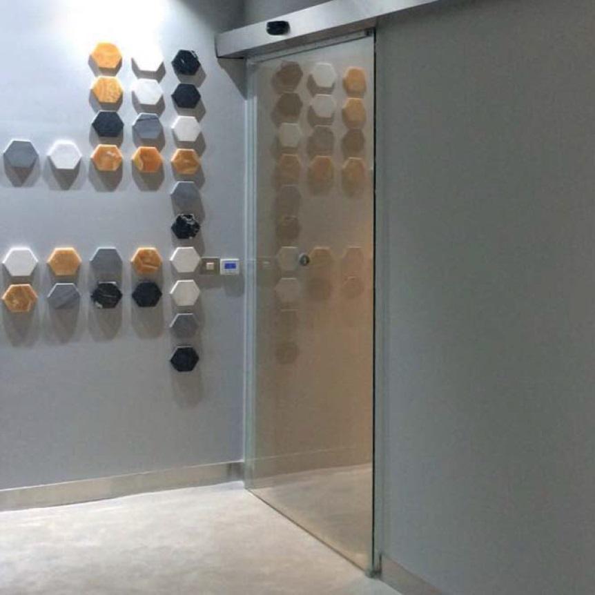 自動ガラスドア
